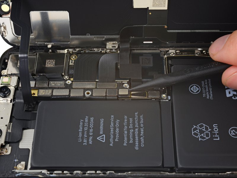 Thay cáp nguồn iPhone XS giá rẻ uy tín