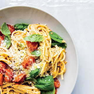 Spaghetti With Tomato and Walnut Pesto