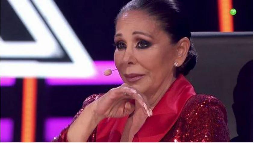 Isabel Pantoja luce un espectacular diseño de Sergi Regal en la final de 'Top Stars'.