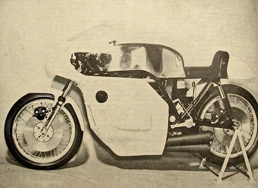La 350 KRM présenté par Machines et Moteurs le spécialiste des motos Anglaises classiques.