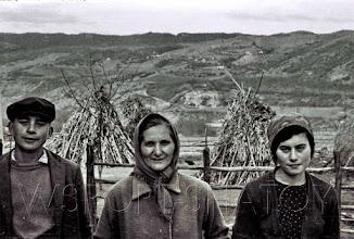 Photo: Камалди, Шумисат и Яха Кадыровы.