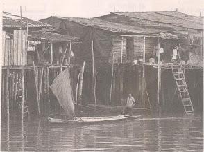"""Photo: Pequeño velero entrando a Buenaventura, Colombia. Ojo a la vela rústica y """"remendada"""". Tomada de El País de Cali."""