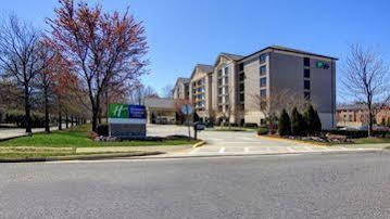 Holiday Inn Express and Suites Alpharetta Windward Parkway