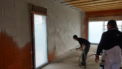 Photo: de buitenmuren worden binnen luchtdicht gemaakt