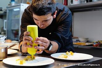Photo: Chef Ionut Gagiu monteaza Iepure cu sos de Trufe si Sorici de Porc deshidratat
