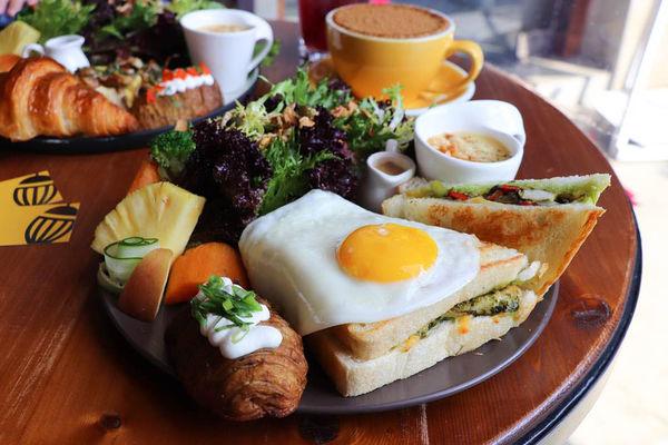 精誠六街人氣咖啡廳,Heynuts Cafe 好堅果咖啡,新菜色青醬小雞躲太陽、脆脆可頌想剝皮,好好吃!