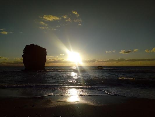 il sole,con i suoi raggi luminosi,si adagia sul mar Tirreno di maria_laura_celli