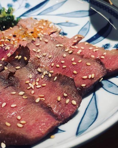 大推厚切的牛舌,比較貴但比薄切的好吃非~常~多。配菜很不錯,只有泡菜部分稍有違和感。
