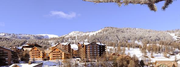 Photo: Vue panoramique de la station de Risoul en hiver