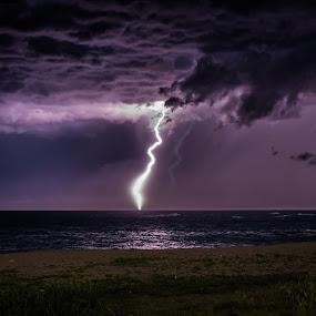 thunderbolt by Eliseu Paes - Landscapes Weather ( rio, praia, macaé, thunderbolt, raio )