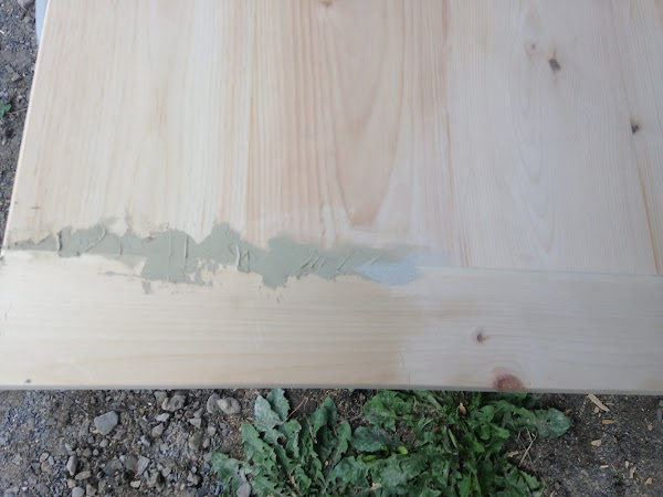 Wood putty for the gaps