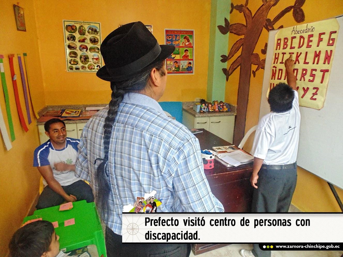 PREFECTO VISITÓ CENTRO DE PERSONAS CON DISCAPACIDAD.
