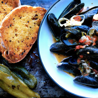 Buttery Hatch Chile Steamed Mussels