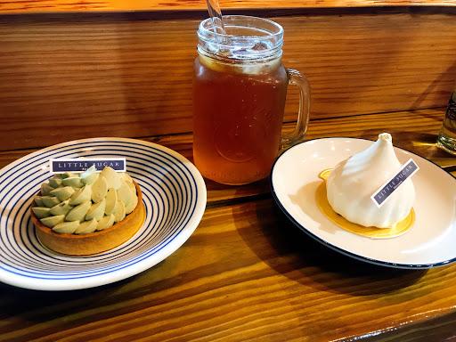 小園綠茶塔及茘夏 以這豐富層味的甜點搭配好客的闆娘,不只嘴上滿足,內心也滿足 還喝到老闆招待的藝技咖啡