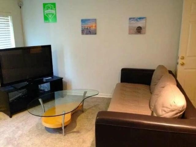 Камери відеоспостереження в датчиках диму й інших гаджетах: неприємні знахідки в помешканнях Airbnb