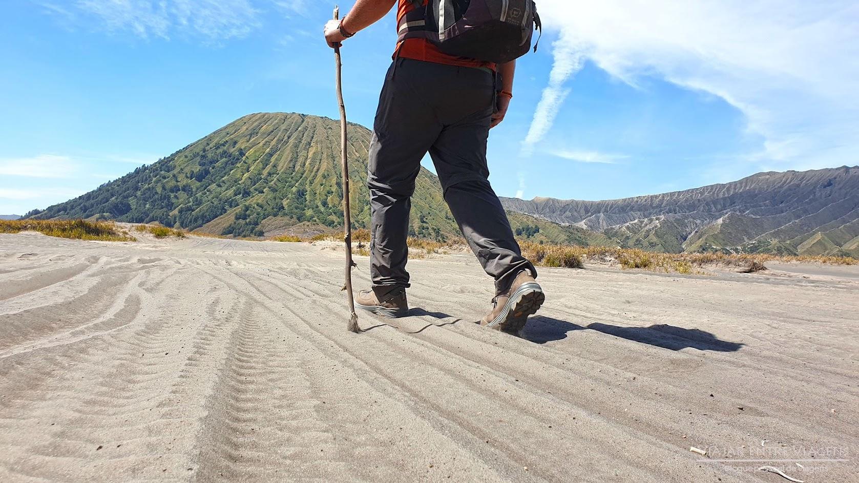 Dia 29 – Trilhos no MONTE BROMO, desde o nascer do sol no King Kong Hill até à cratera