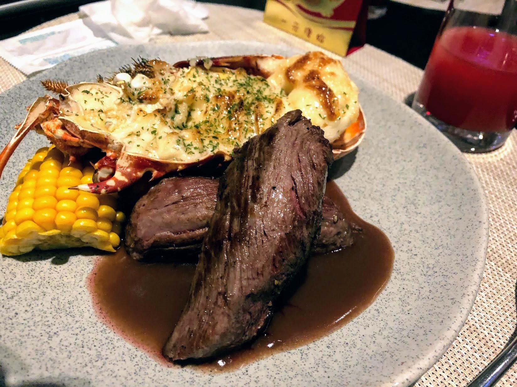 牛排+龍蝦,可惜牛排肉略差一些.....太有嚼勁了XD