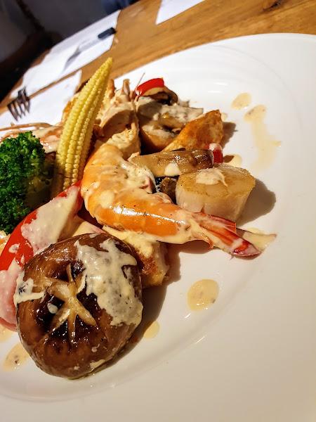 海鮮拼盤超級好吃 無法想像咖啡廳有那麼好吃的餐廳 大推👍👍👍👍