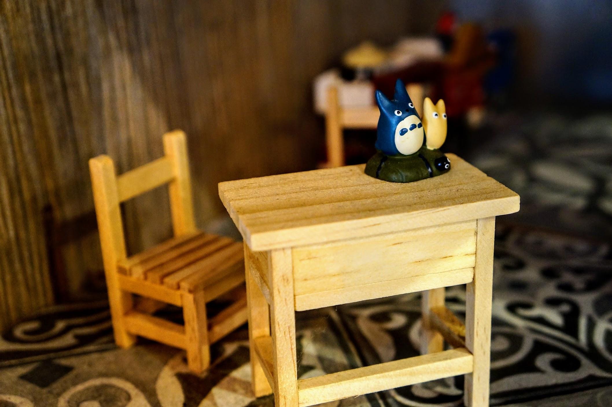 小桌子小椅子,加上龍貓...