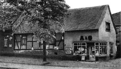 """Photo: Der """"Tante Emma Laden"""" von Else und Albert Hollandt an der Hauptstraße"""