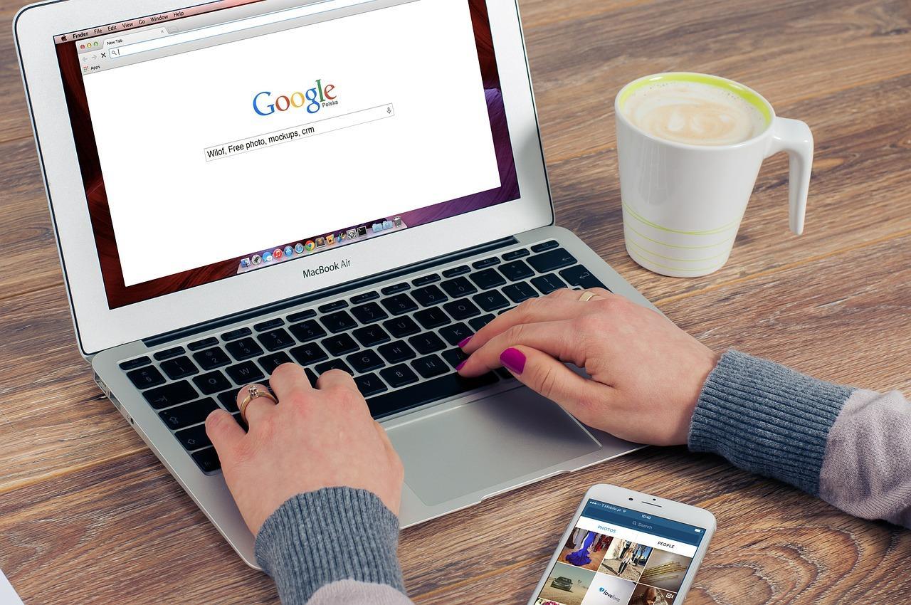 """Tham khảo giá qua mạng là một cách tốt giúp gia chủ tránh bị """"mua hớ"""""""