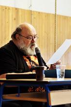 Photo: Jan Kantůrek se lidí v sále zeptal, komu je dvacet a méně let. Přihlásila se většina návštěvníků. Jan Kantůrek jim oznámil, že v době, kdy se narodili, už překládal díla Terryho Pratchetta.
