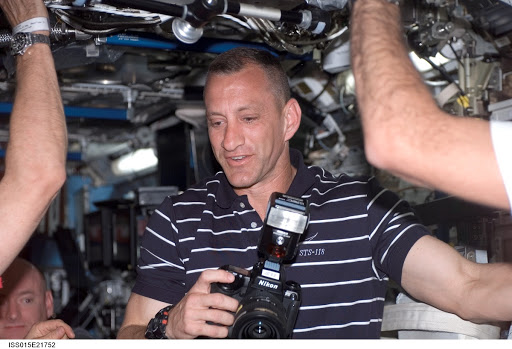 Expedition 15 and STS-118 Crewmembers meeting in the US Lab