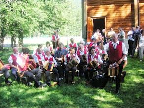 Photo: GF macht Musik zum Apero im Freien in Oberwald