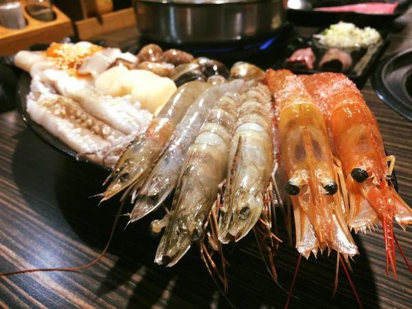 桃園中壢《好客燒烤》超澎派燒肉吃到飽、帝王蟹、生猛海鮮、火鍋、調酒