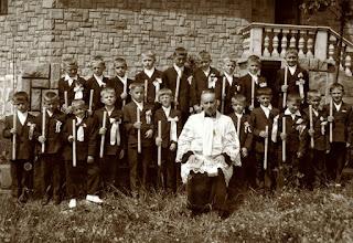 Photo: I Komunia Św.1968 r. W środku proboszcz parafii Rogoźnik Ks.Czesław JURCZYK.