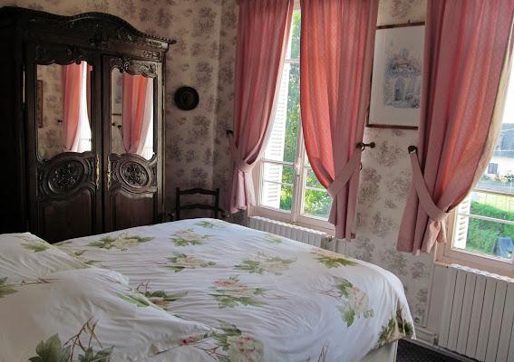 Tende rosa specchiate di Giorgio Lucca