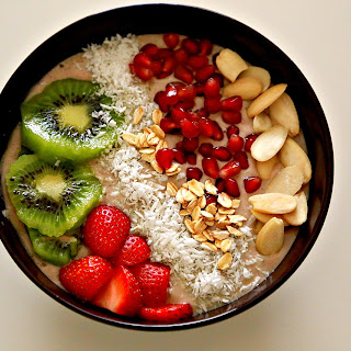Quick Strawberry Yogurt Smoothie Bowl