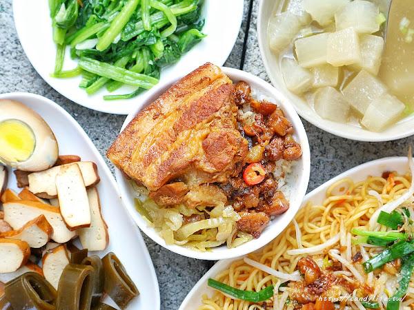 大翁食堂五權車站銅板美食,超大盤炒麵只要30元,炒青菜也只要15元~