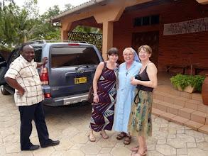 Photo: Marcel, notre exceptionnel coordinateur, et chauffeur ! va nous conduire à l'orphelinat de Comé...