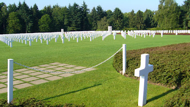 Photo: Gen. Patton's grave in front of his troops.
