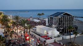 Concierto de Lori Meyers realizado en la playa e inicio de la polémica