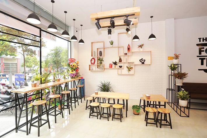 Dùng bóng đèn Led bulb Philips Essential màu trắng (6500K) cho quán trà sữa