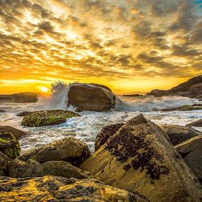 Splash Sunrise  by Rqserra Henrique - Landscapes Sunsets & Sunrises ( clouds, brazil, splash, waves, rqserra, beach, sunrise, rocks, sun )