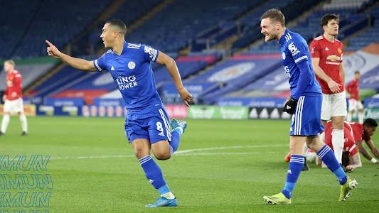Hasil Piala FA, Fred-Lindelof Berlutut, Maguire Bengong, Man United Sia-siakan Lawan Enteng yang Tunggu di Semifinal - Bolasport.com