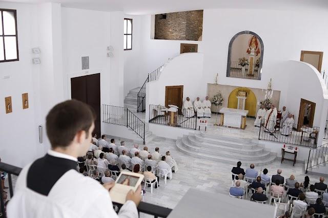 Vista del altar mayor, desde el coro.