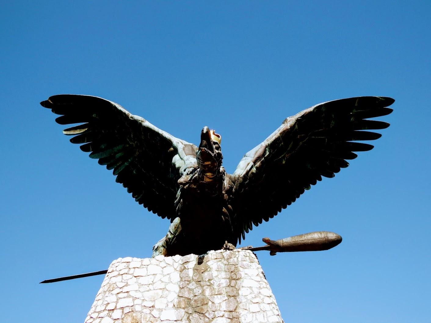 Tatabánya - Turul-emlékmű a Kő-hegyen