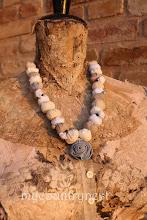 Photo: collana di perle di cotone e fiore-cerniera  indossata lunga