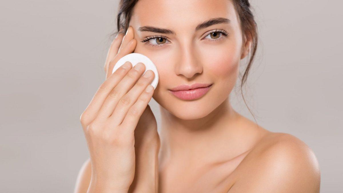 Tẩy trang sạch sẽ giúp các dưỡng chất thẩm thấu vào da nhanh hơn
