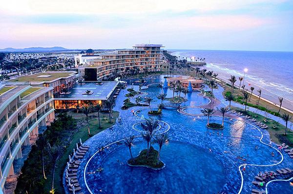 Bể bơi nước mặn lớn nhất Việt Nam - FLC Sầm Sơn 02