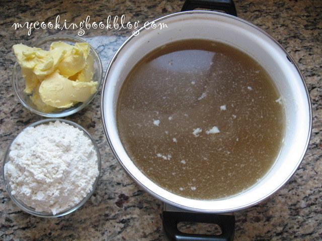 Бял сос от ароматен пилешки бульон
