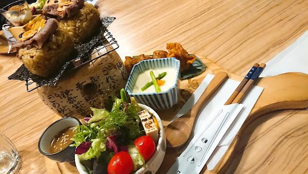 牛肉烤飯糰…一餐抵二餐的概念無誤