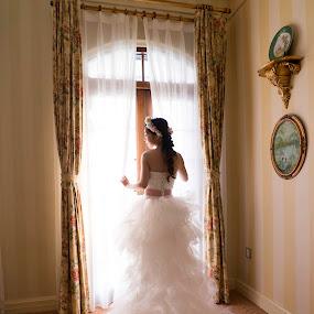 Bride in Brightness by Billy C S Wong - Wedding Bride & Groom ( pure, wedding, white, macau, beauty, bride, light, room,  )