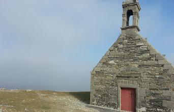 Photo: La chapelle St-Michel, en haut de la colline