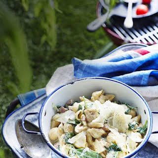 One Pot Creamy Spinach and Bacon Pasta.