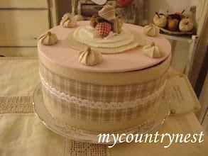 Photo: torta-scatola rosa, panna e fragola, diametro 26 cm